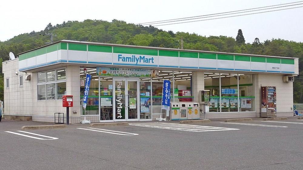 1024px-FamilyMart_Somanikkeshi_Shop