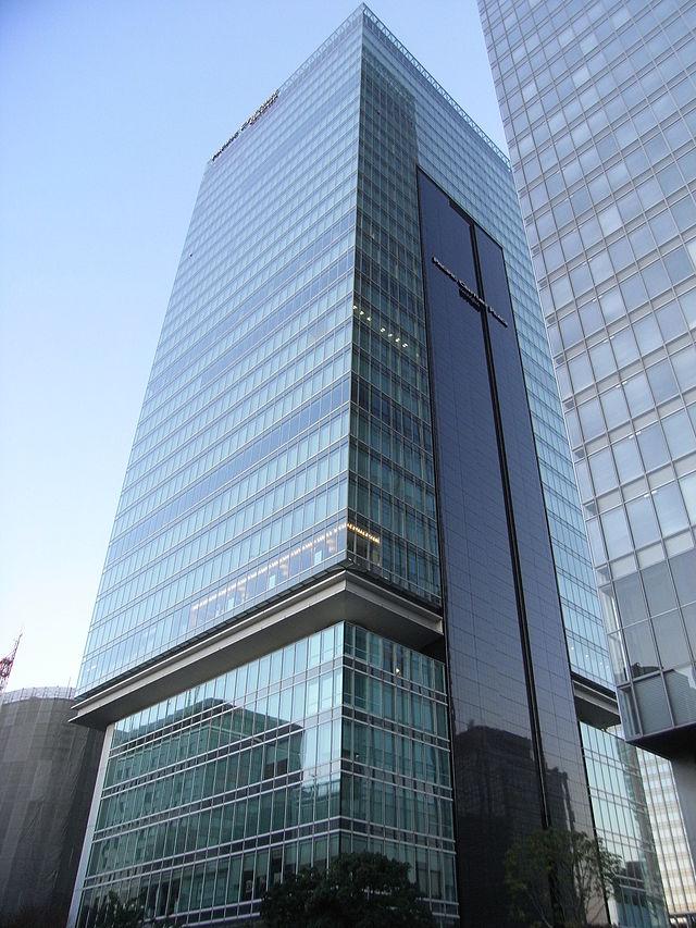 640px-パシフィックセンチュリープレイス丸の内(八重洲2丁目側から撮影)